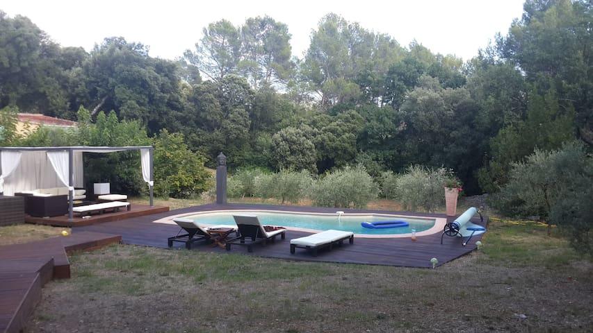Charmante maison au calme avec piscine - Barjols - 一軒家