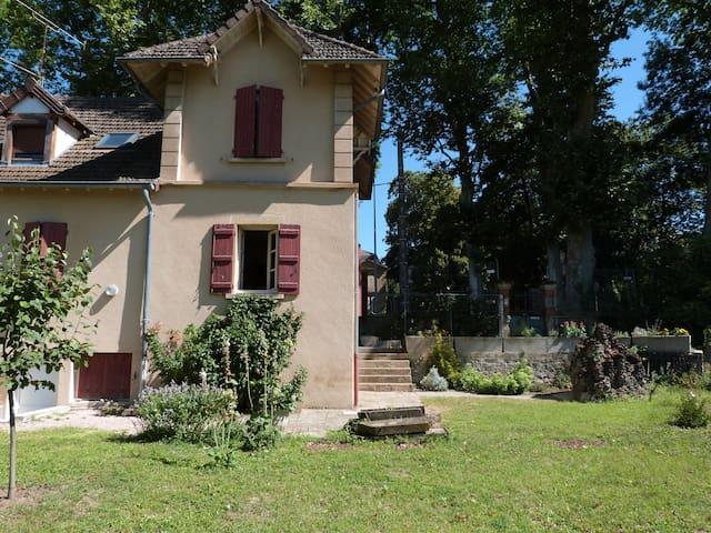 Maison Centre de PARAY-Le-MONIAL - Grand Confort - Paray-le-Monial - Huis