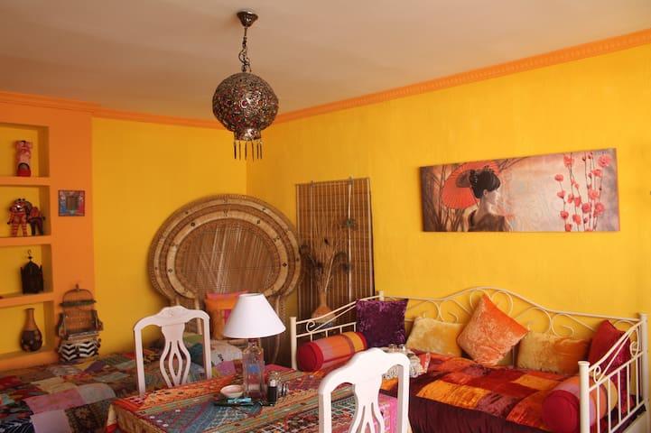 ROOM DELUXE IN ARTISTIC HOUSE - Córdoba - Hus