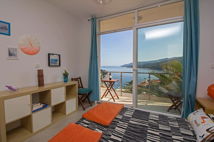 A small apartment with a big view - Rabac - Apartamento
