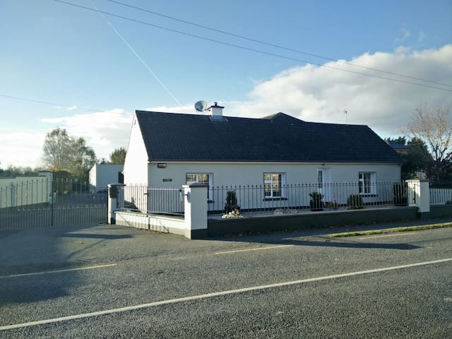 Comfortable double room in cozy country cottage - Patrickswell - Huis
