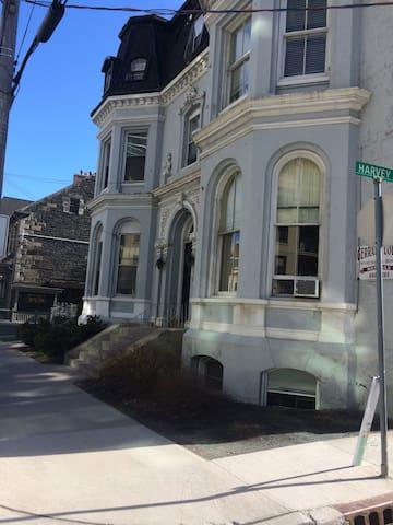 1 Bedroom Apt (401) in Heritage building - Halifax - Lägenhet
