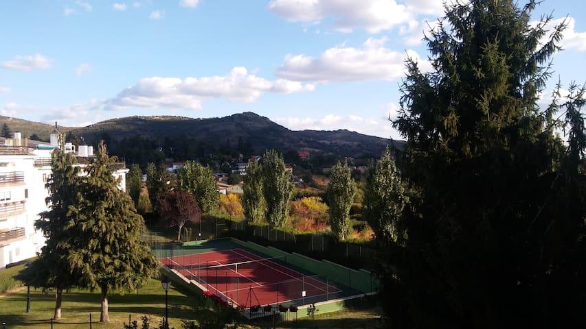 Casa estupenda en la Sierra con vistas!! - Cercedilla - Appartement en résidence