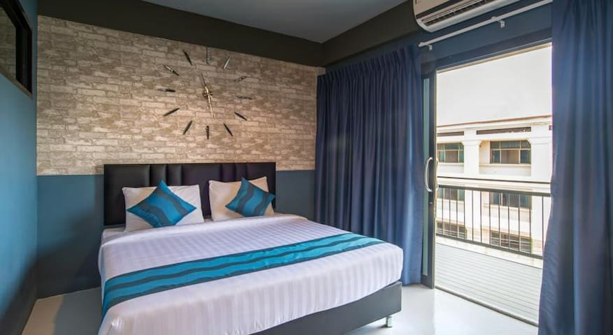 Double Room with Private Bathroom at Amity Poshtel - Tambon Pak Nam - Albergue