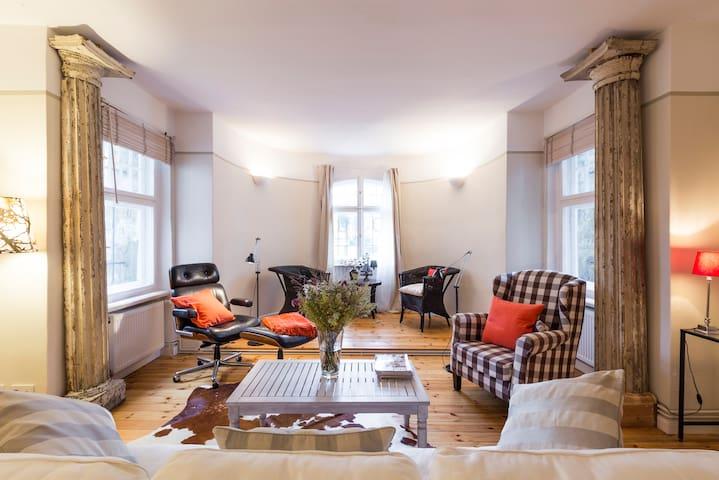 Living in an 1900 century house - Berlin - Villa