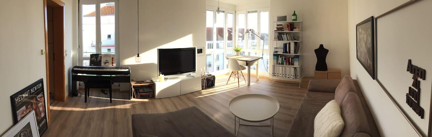 Helle 2- Zimmer Wohnung mit Wohlfühlatmosphäre - Augsburg - Leilighet