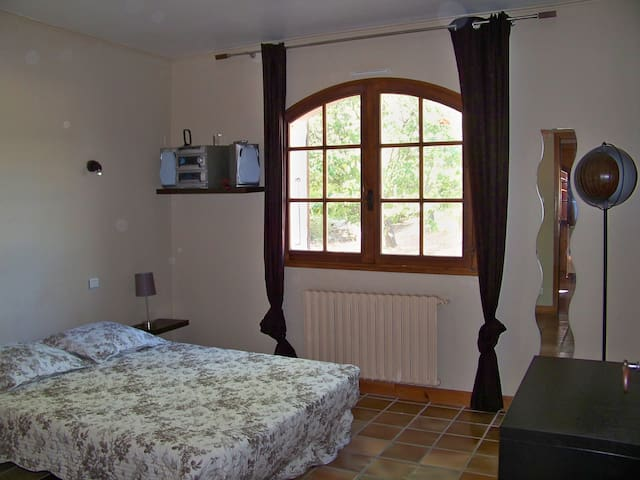 spacieuse chambre d'hôtes  - Montarnaud - Bed & Breakfast