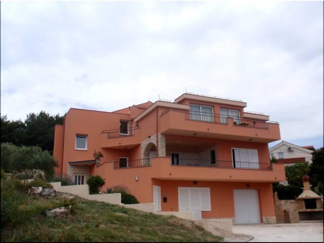 Luxury Apartment REGINA DEL MARE 2 - Slatine