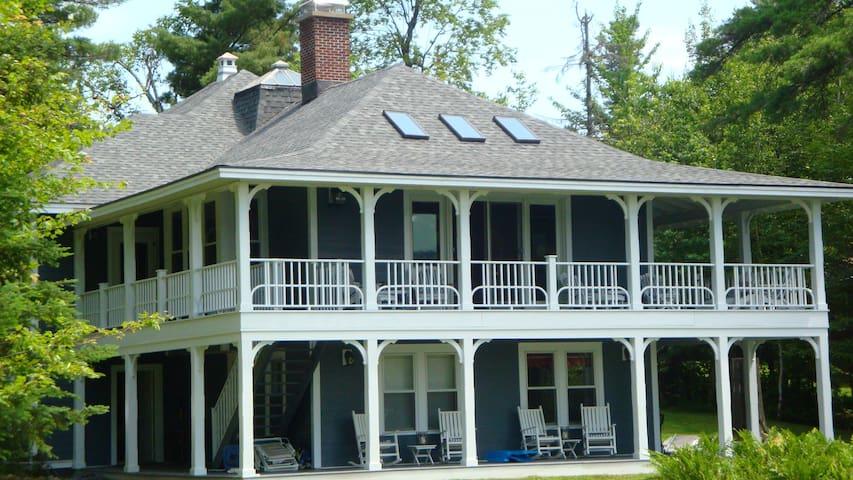 Lagoon House Main on Loon Lake - Vermontville - Huis