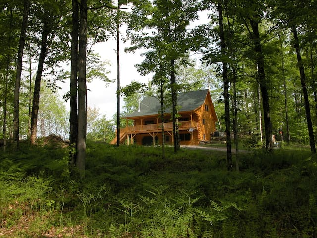 Beautiful Log Home in the woods! - Hardwick - Huis