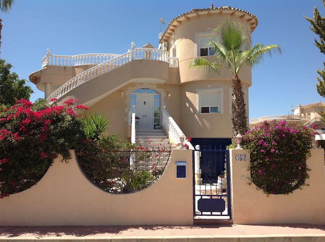 4 bedroom villa + private pool and rooftop terrace - Benfis Park - Talo