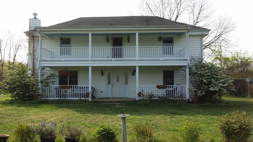 1893 House on Wild Oats Farm - Scottsville - Ev