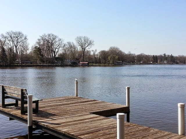 Fox River Waterfront Retreat Home - McHenry - Hus