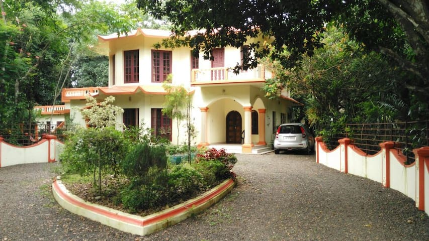 Zephyr Home Stay - Mulanthuruthy - Дом