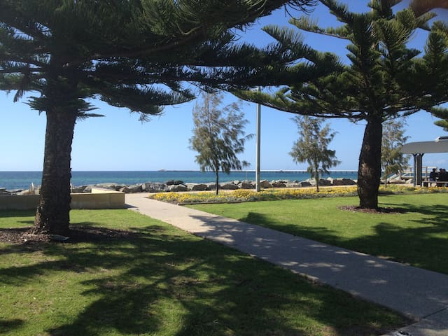 Overlooking Busselton Foreshore - Geographe - Appartement
