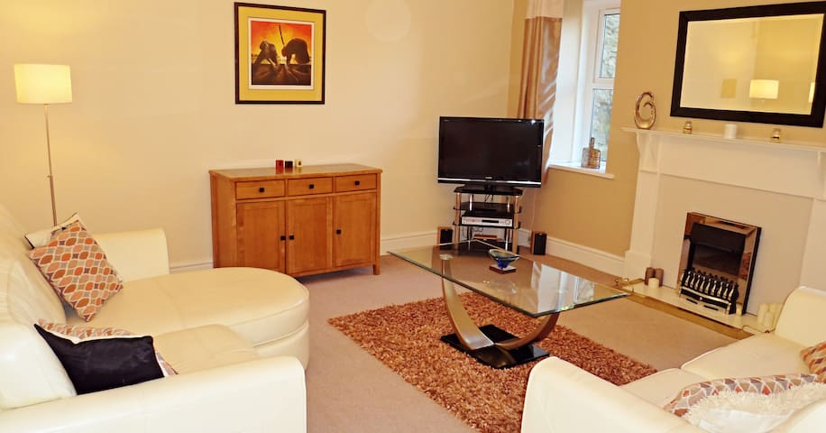 Spacious 2 Bed 2 Bath Apartment - Very central - Torquay - Apartment