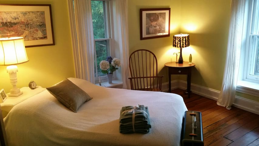 Bedroom in Historic Mainline Home - Wynnewood - Casa