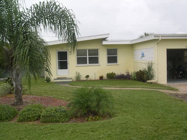 """""""Seatreat"""" is comfy, clean, and close to Beach. - Port Orange"""