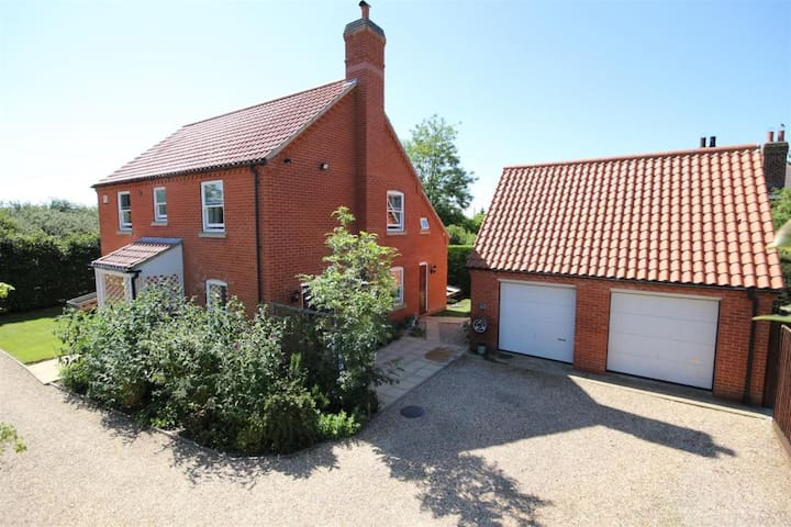 4 bedroom, 3 bathroom house with large garden! - Maltby le Marsh