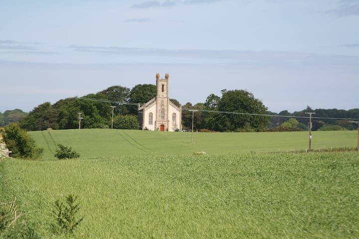 Spacious SUITE en suite in a Church! - Urquhart - Wikt i opierunek
