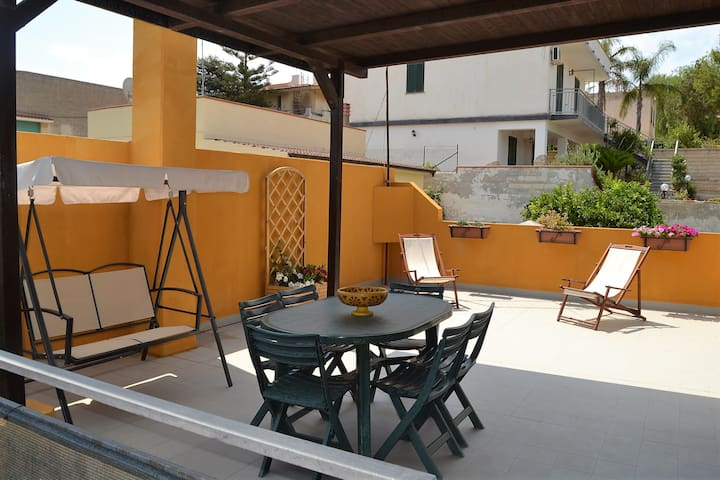 Appart.o in mansarda a 100 mt dal mare-wifi free - Avola - Appartement
