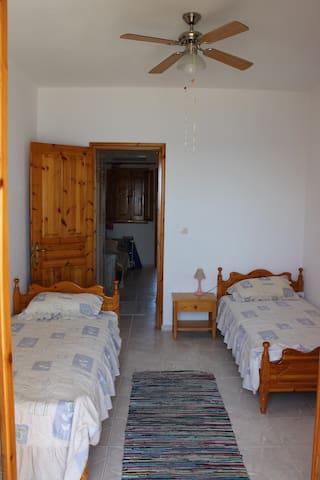 Top floor flat at Mistegna beach - Mistegna - Appartement
