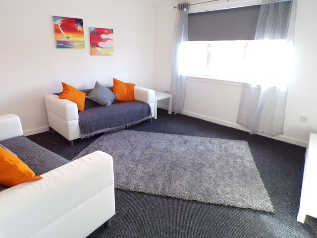 Robbins Nest Apartment - Motherwell - Apartemen
