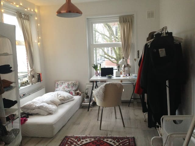 Light Room+private bathroom, 15mins from centraal - Amsterdam - Byt
