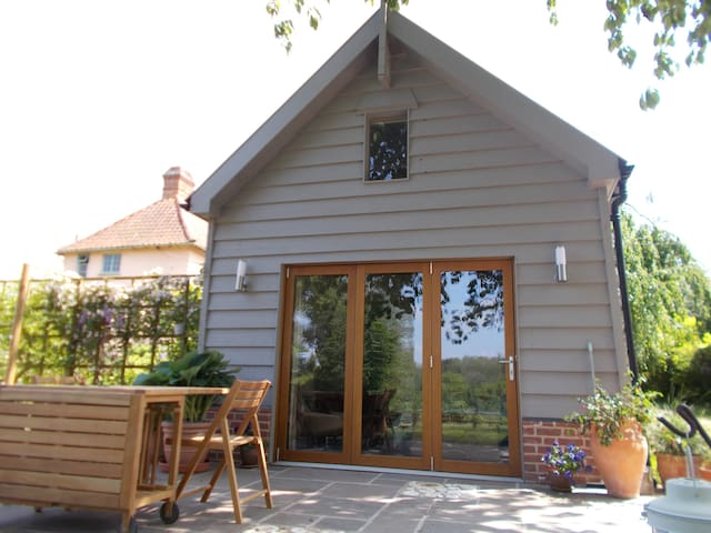 Beautiful converted barn in tranquil garden - Bardwell - Bed & Breakfast