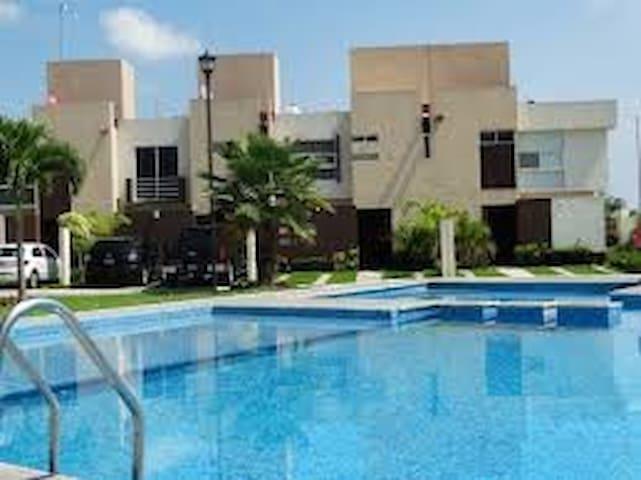 Beautiful House with pool, outstanding amenities - Ciudad Apodaca - Hus